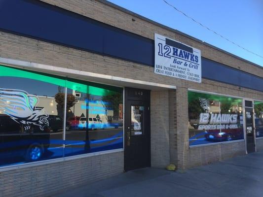 12 Hawks Sports Bar & Grill